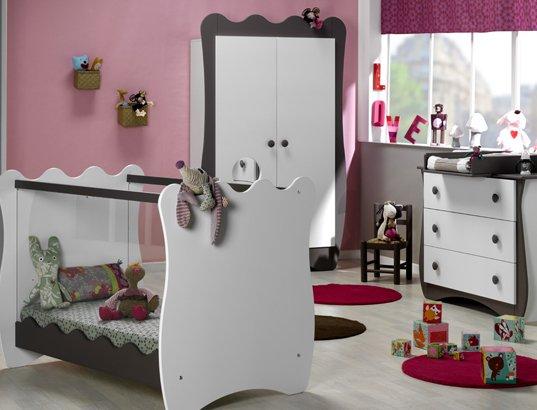 Ensemble chambre b b lit b b commode armoire for Ensemble chambre enfant