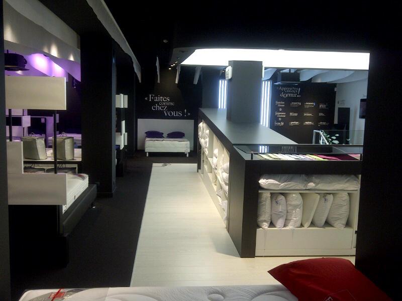 ouvre un nouveau magasin salons et literie menton. Black Bedroom Furniture Sets. Home Design Ideas