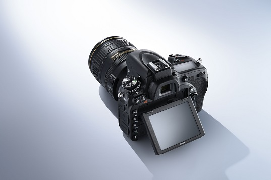 L'écran inclinable du nouveau D750