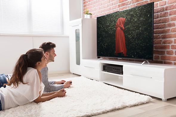 REgarder la servante écarlate sur une TV OLED