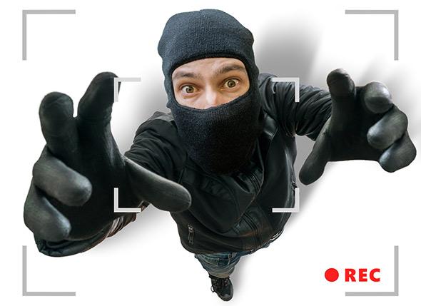 Voleur sous caméra de surveillance