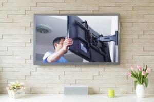 Comment fixer sa TV au mur ?