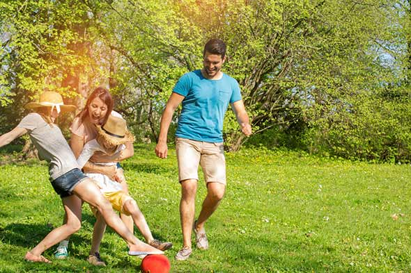 jeu de ballon en famille