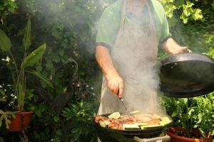 cuire au barbecue avec le couvercle