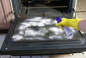nettoyage four avec bicarbonate
