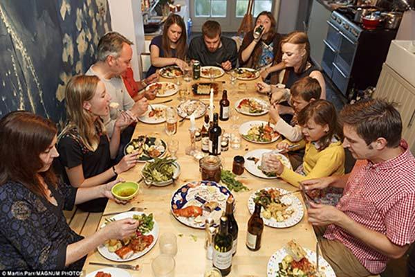 Diner de Noel selon Martin Parr