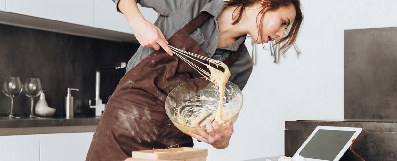 femme cuisine débordée patisserie