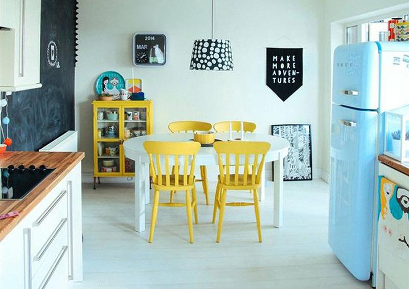 cuisine vinttage et frigo bleu