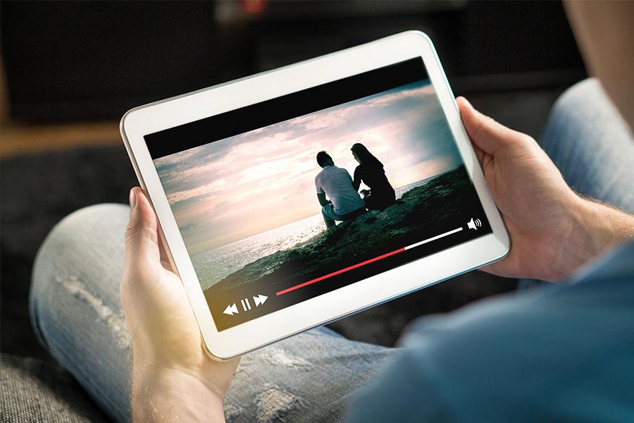 regarder série ou film sur tablette