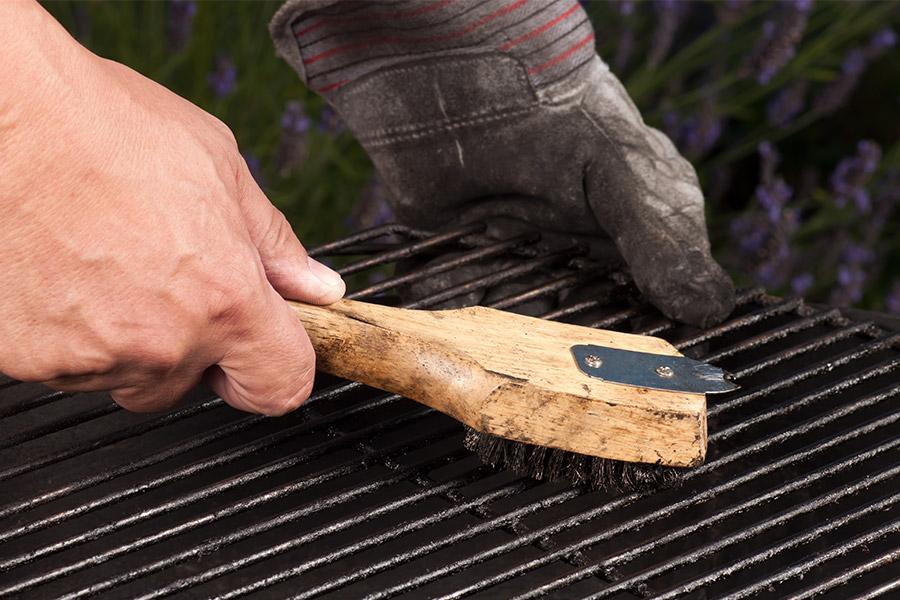 brosse métallique pour nettoyer barbecue