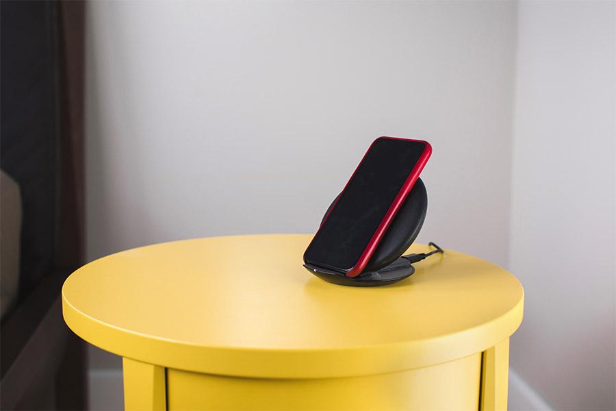 socle de recharge induction pour smartphone