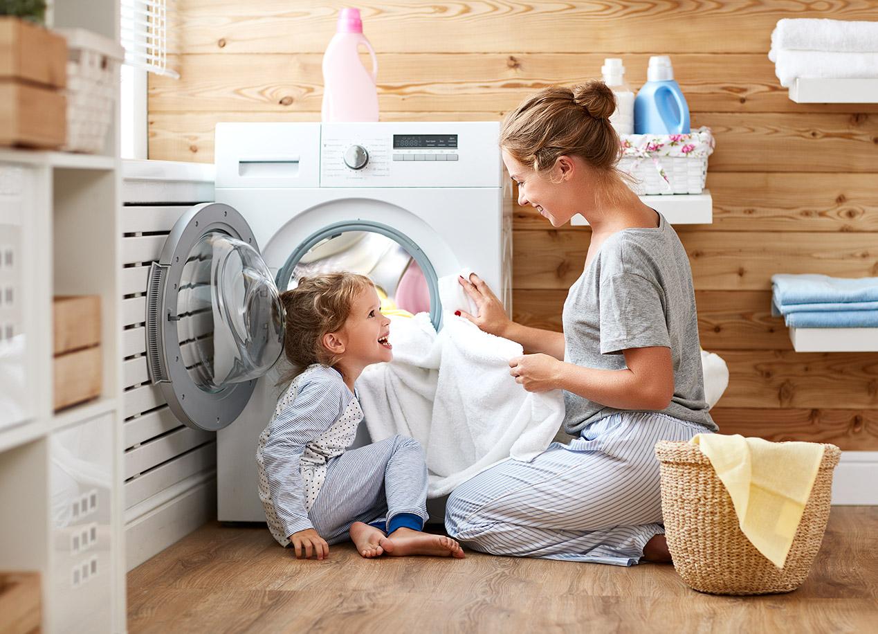 """Comment Nettoyer Sa Machine À Laver Avec Bicarbonate De Soude blanchir son linge : astuces pour un linge """"plus blanc que"""
