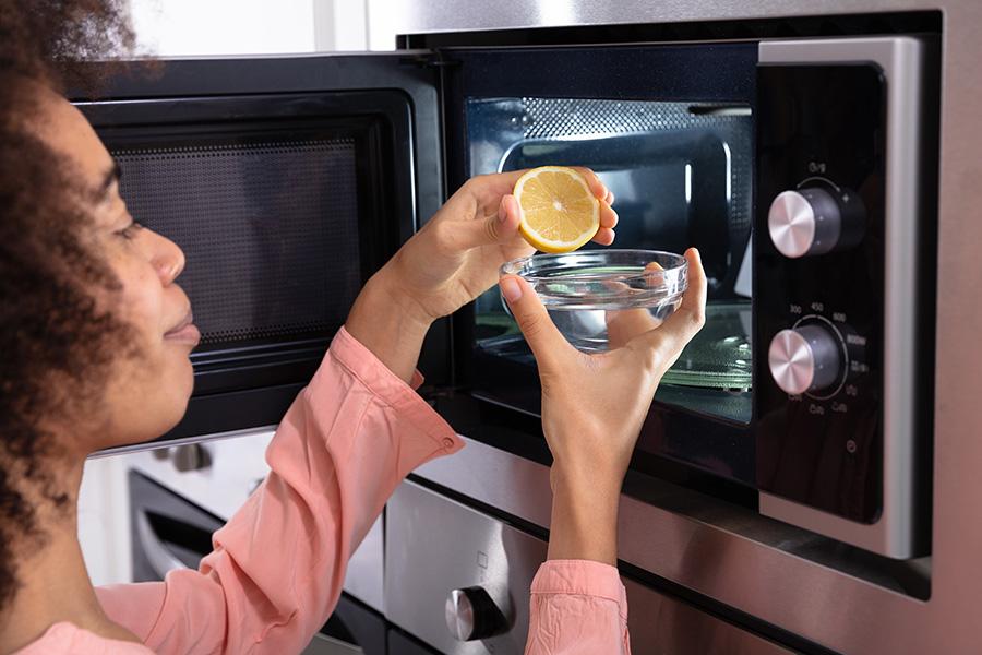 le citron pour nettoyer son micro ondes