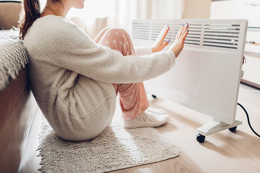 se chauffer les mains sur radiateur