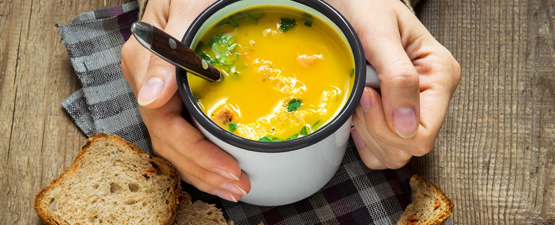 soupe maison dans tasse