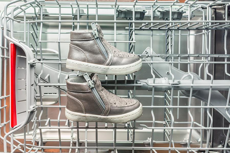 peut-on laver des chaussures au lave vaisselle ?