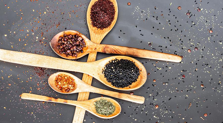 cuillères de cuisine en bois