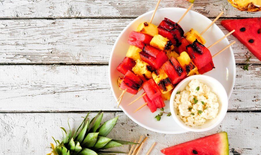 Brochette d'ananas et pastèque au miel barbecue