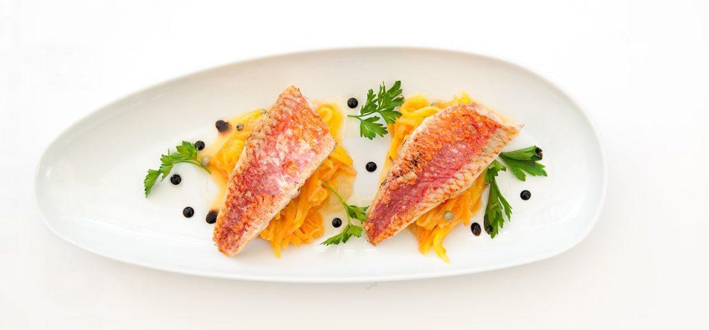 filets-de-poisson-a-la-vapeur-douce-parfumee-et-petits-legumes-ubaldi