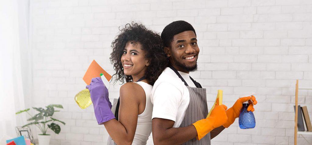 jeune-couple-en-nettoyage-de-printemps-ubaldi