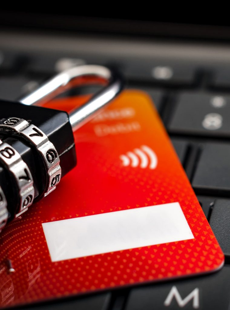 cadenas-et-carte-bleu-pour-paiement-sur-internet-ubaldi