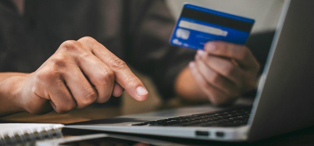 main-pour-payer-sur-ordinateur-en-dsp2-ubaldi